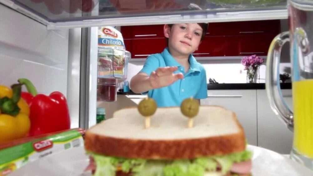 cham niño y shandwich